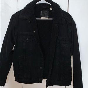 LEVI'S Sherpa lined black denim jacket